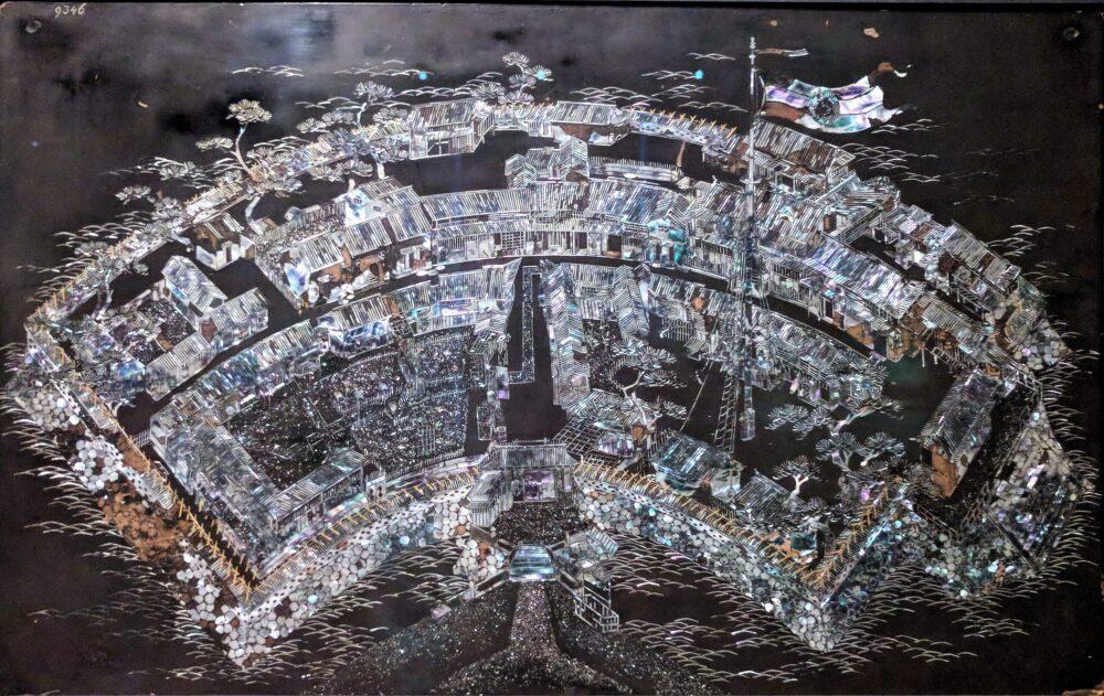 長崎の出島を象った螺鈿細工